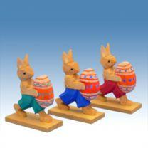 Hasengruppe mit Ei laufend, 3 tlg.