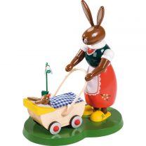 Hase mit Kinderwagen